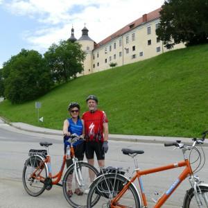 Laura und Patrick aus Colorado vor der Burg Großsonntag
